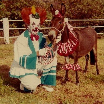 5a8f71f02c84a8d17d95e33a4a73289e--creepy-clown-vintage-circus